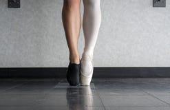 作为一个的一位舞蹈家` s爱跳芭蕾舞者和爵士乐舞蹈家 库存图片