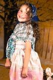 作为一个逗人喜爱的巫婆打扮的甜小女孩 免版税图库摄影