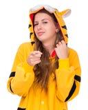 作为与copyspace的一只老虎打扮的女孩 免版税库存照片