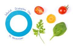 作为世界糖尿病天和新鲜蔬菜,在疾病期间的健康营养的标志的蓝色圈子 免版税库存照片