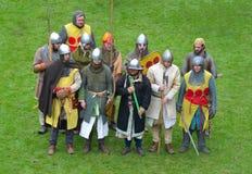 作为中世纪士兵穿戴的再制定小组 免版税库存图片