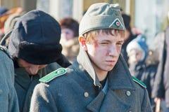 作为二战的德国士兵穿戴的男孩画象在元帅保罗斯捕获的重建的在伏尔加格勒 免版税库存照片