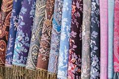 作为五颜六色的纺织品背景的装饰织品 图库摄影