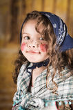 作为传统复活节打扮的甜小女孩 免版税库存照片
