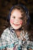 作为传统复活节打扮的逗人喜爱的小女孩 库存图片