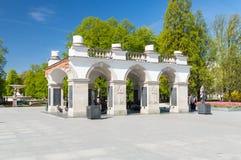 1918 1920作为修建的1944年拱廊包含被毁坏的中断的宫殿保持未知的华沙是的撒克逊人的战士坟茔哪些 免版税库存图片