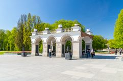 1918 1920作为修建的1944年拱廊包含被毁坏的中断的宫殿保持未知的华沙是的撒克逊人的战士坟茔哪些 免版税库存照片