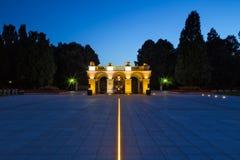1918 1920作为修建的1944年拱廊包含被毁坏的中断的宫殿保持未知的华沙是的撒克逊人的战士坟茔哪些 免版税图库摄影