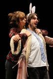 作为兔子和女演员容忍打扮的演员 免版税库存照片