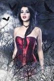 作为吸血鬼的美丽的深色的妇女 库存照片