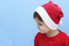 作为圣诞老人打扮的一个小孩的档案 免版税库存图片