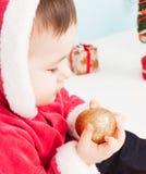 作为圣诞老人打扮的小的子项 免版税库存图片