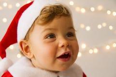作为圣诞老人打扮的婴孩 免版税图库摄影