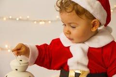 作为圣诞老人打扮的婴孩 图库摄影