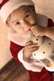 作为圣诞老人打扮的婴孩 免版税库存图片
