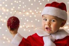 作为圣诞老人打扮的婴孩 库存图片
