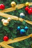 作为圣诞节Decorat的米老鼠形状的装饰品 免版税库存图片