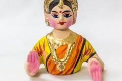 作为在泰米尔人语言的Thalaiyatti叫的坦贾武尔跳舞玩偶的面孔Bommai与极为相象的传统礼服和oranments 免版税库存图片