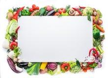 作为在白色backg的一个框架被安排的不同的五颜六色的菜 免版税库存图片