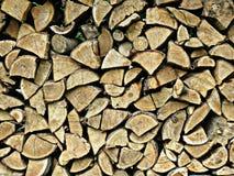 作为墙壁被堆积的木老日志 库存照片
