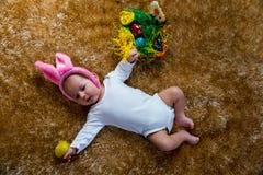 作为复活节兔子打扮的婴孩 库存图片