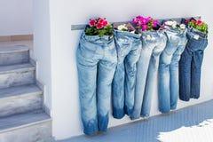作为大农场主的长裤在kamari圣托里尼希腊 库存图片