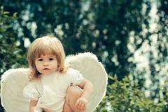 作为天使打扮的小男孩 图库摄影