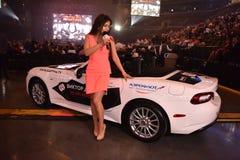 作为奖的新的汽车在维克托Drobysh第50个年生日音乐会期间的抽奖优胜者的在巴克来中心 免版税库存图片