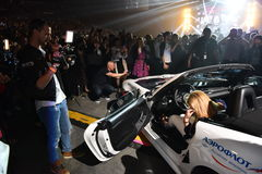 作为奖的新的汽车在维克托Drobysh第50个年生日音乐会期间的抽奖优胜者的在巴克来中心 免版税图库摄影