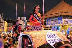 作为射手打扮的妇女,日惹市节日 库存图片