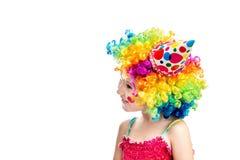作为小丑打扮的小微笑的女孩 免版税库存照片