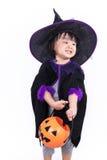 作为巫婆打扮的亚裔中国人Liitle女孩 库存图片