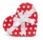 作为心脏的箱子与一把白色弓 免版税库存图片