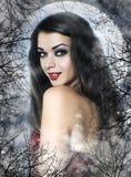 作为性感的吸血鬼的美丽的少妇 免版税库存照片