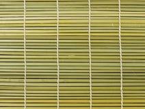 作为抽象纹理背景的竹棕色秸杆席子 库存照片