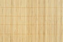 作为抽象纹理背景compositio的竹棕色秸杆席子 库存图片