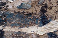 作为抽象脏的织地不很细backgroun的五颜六色的被撕毁的老海报 免版税库存照片