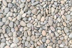 作为抽象自然本底的小卵石堆。 免版税图库摄影