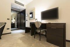作为旅馆内部可能的空间射击显示的角度对宽 免版税库存图片