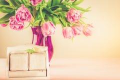 作为日历的空的木块任何日期和春天假日 免版税库存照片