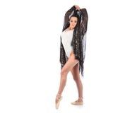作为有美丽的面纱的一位芭蕾舞女演员打扮的女孩舞蹈家 免版税库存图片