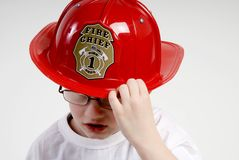 作为男孩加工好的消防员 免版税库存图片