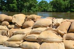 作为的被填装的沙袋防护洪水 免版税库存照片