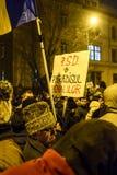 作为罗马尼亚的人抗议放松腐败法律 图库摄影