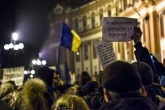 作为罗马尼亚的人抗议放松腐败法律 免版税图库摄影
