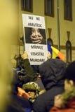 作为罗马尼亚的人抗议放松腐败法律 库存照片