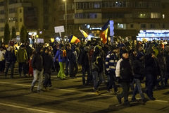 作为罗马尼亚的人抗议放松腐败法律 免版税库存图片