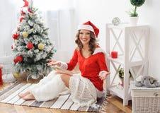 作为美丽的加工好的圣诞老人妇女 库存照片