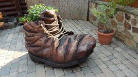 作为老鞋子被传统化的装饰蓝色花圃 库存照片