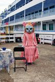 作为老鼠打扮的女演员 库存图片